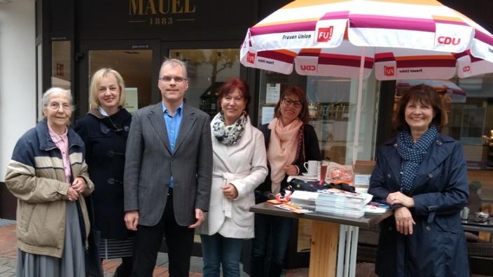 Die Frauen-Union hatte zum Gespräch mit Oliver Krauß eingeladen. Von links: Erika Meyer zu Drewer, Ariane Stech, Anne Viehmann, Christiane Schmitz und Vorsitzende Sabrina Gutsche.