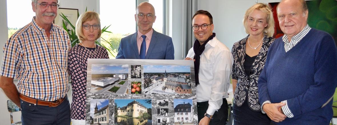 CDU überreicht Fotocollage an Bert Spilles zum Einzug ins neue Rathaus