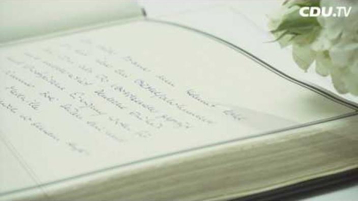 kondolenzbuch_fuer_helmut_kohl_im_konrad-adenauer-haus